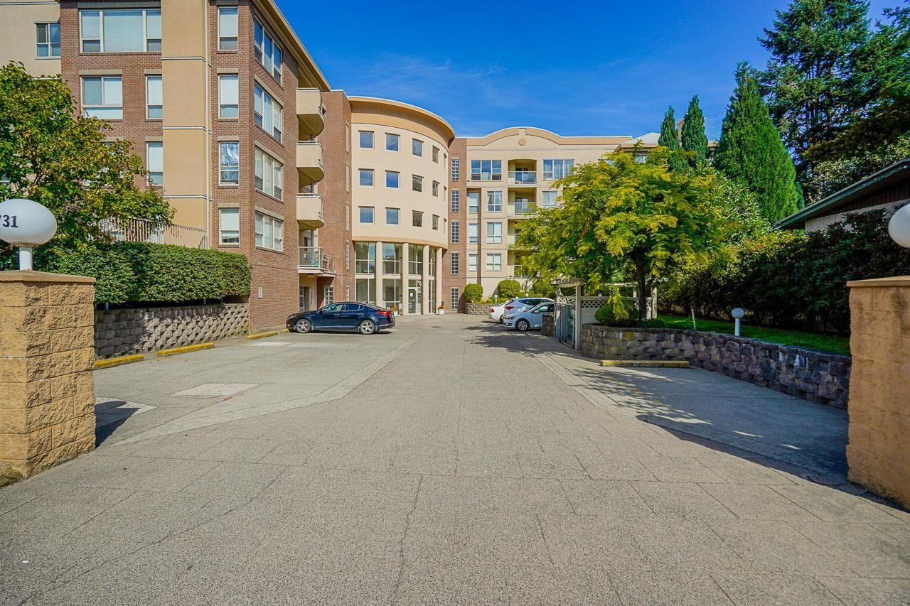 """Main Photo: 111 33731 MARSHALL Road in Abbotsford: Central Abbotsford Condo for sale in """"Stephanie Place"""" : MLS®# R2617316"""