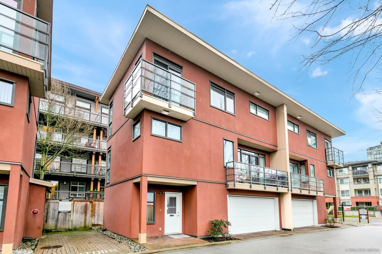 """Main Photo: 2 9171 FERNDALE Road in Richmond: McLennan North Townhouse for sale in """"FULLERTON"""" : MLS®# R2611378"""