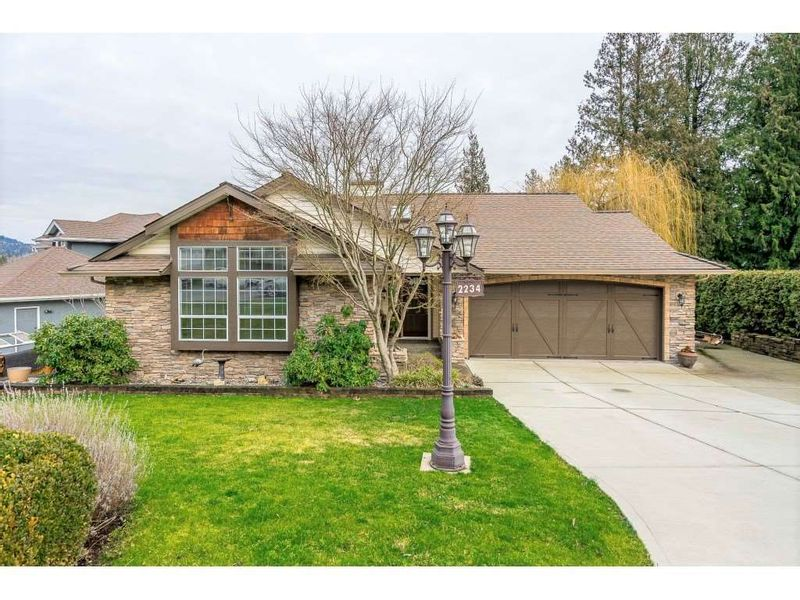 FEATURED LISTING: 2234 FOOTHILLS Court Abbotsford