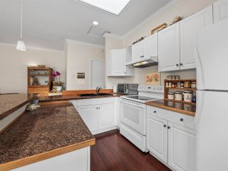 Photo 5: B - 778 CREEKSIDE Crescent in Gibsons: Gibsons & Area 1/2 Duplex for sale (Sunshine Coast)  : MLS®# R2422485