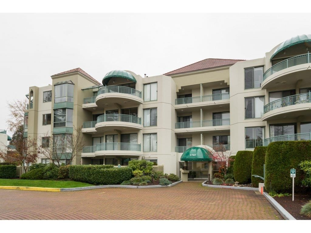 "Main Photo: 208 1765 MARTIN Drive in Surrey: Sunnyside Park Surrey Condo for sale in ""SOUTHWYND"" (South Surrey White Rock)  : MLS®# R2123199"
