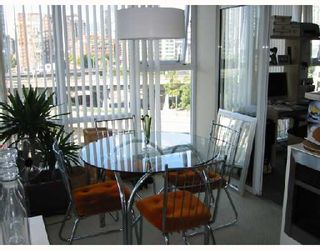 """Photo 3: 1003 550 PACIFIC Street in Vancouver: False Creek North Condo for sale in """"AQUA AT THE PARK"""" (Vancouver West)  : MLS®# V669105"""