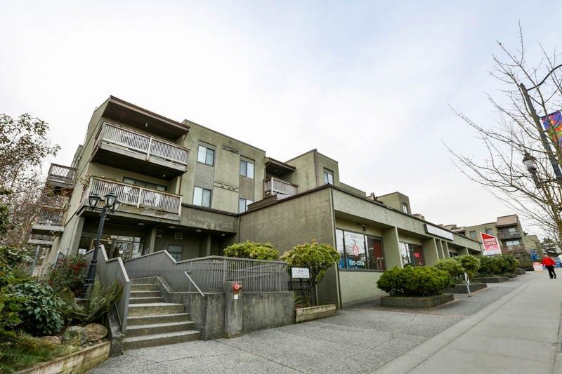 Main Photo: 212 836 TWELFTH Street in New Westminster: West End NW Condo for sale : MLS®# R2248955