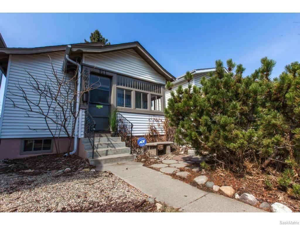 Main Photo: 911 F Avenue North in Saskatoon: Caswell Hill Single Family Dwelling for sale (Saskatoon Area 04)  : MLS®# 604471