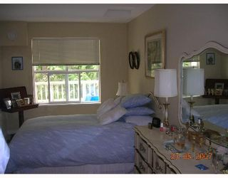"""Photo 3: 411 960 LYNN VALLEY Road in North_Vancouver: Lynn Valley Condo for sale in """"BALMORAL HOUSE"""" (North Vancouver)  : MLS®# V650338"""