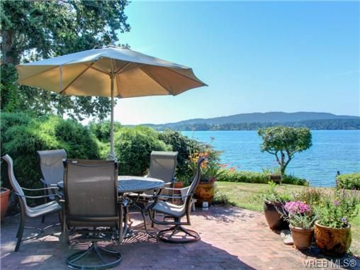Main Photo: 725 Towner Park Rd in NORTH SAANICH: NS Deep Cove House for sale (North Saanich)  : MLS®# 709951
