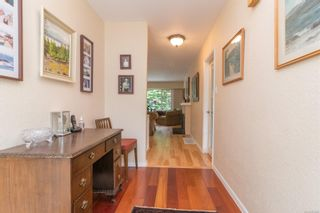 Photo 2: 2717 Roseberry Ave in : Vi Oaklands House for sale (Victoria)  : MLS®# 875406
