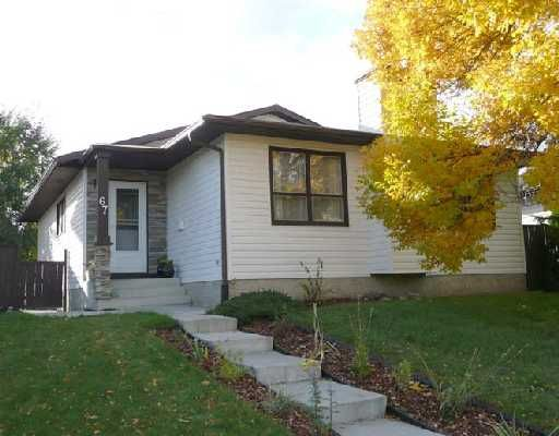 Main Photo: 67 WOODBROOK Way SW in CALGARY: Woodbine Residential Detached Single Family for sale (Calgary)  : MLS®# C3305711
