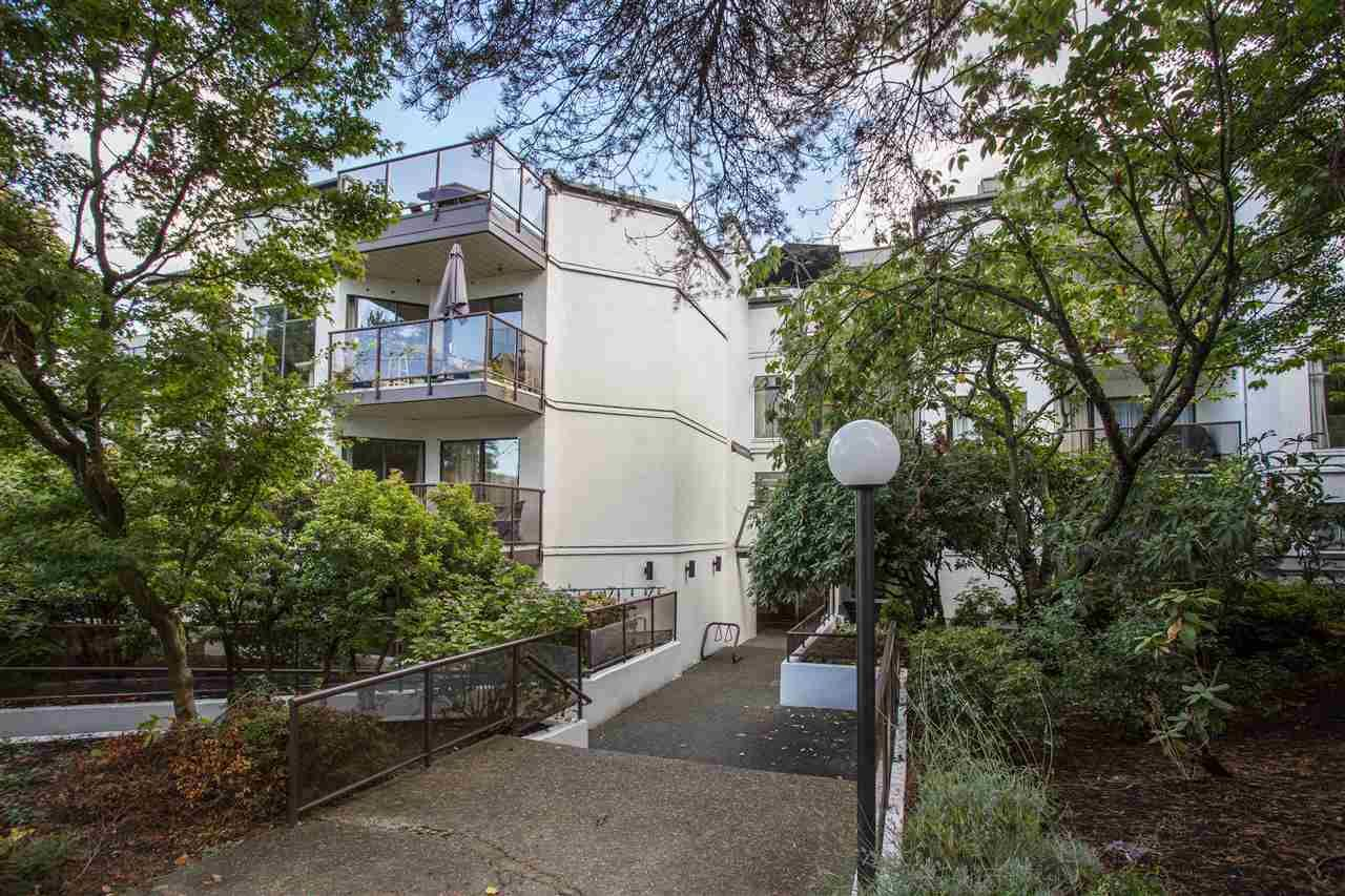Main Photo: 109 2222 PRINCE EDWARD STREET in : Mount Pleasant VE Condo for sale : MLS®# R2379238