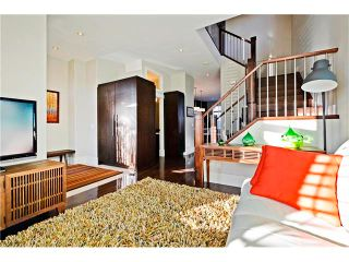 Photo 3: 2626 1 Avenue NW in Calgary: West Hillhurst House for sale : MLS®# C4039407