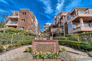 """Photo 1: 406 2271 BELLEVUE Avenue in West Vancouver: Dundarave Condo for sale in """"THE ROSEMONT ON BELLEVUE"""" : MLS®# R2356609"""