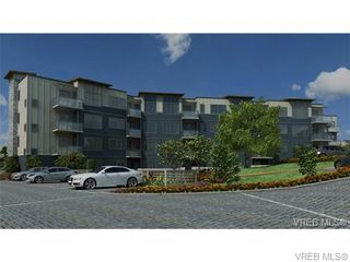 Photo 3: 301 3912 Carey Rd in VICTORIA: SW Tillicum Condo for sale (Saanich West)  : MLS®# 653343