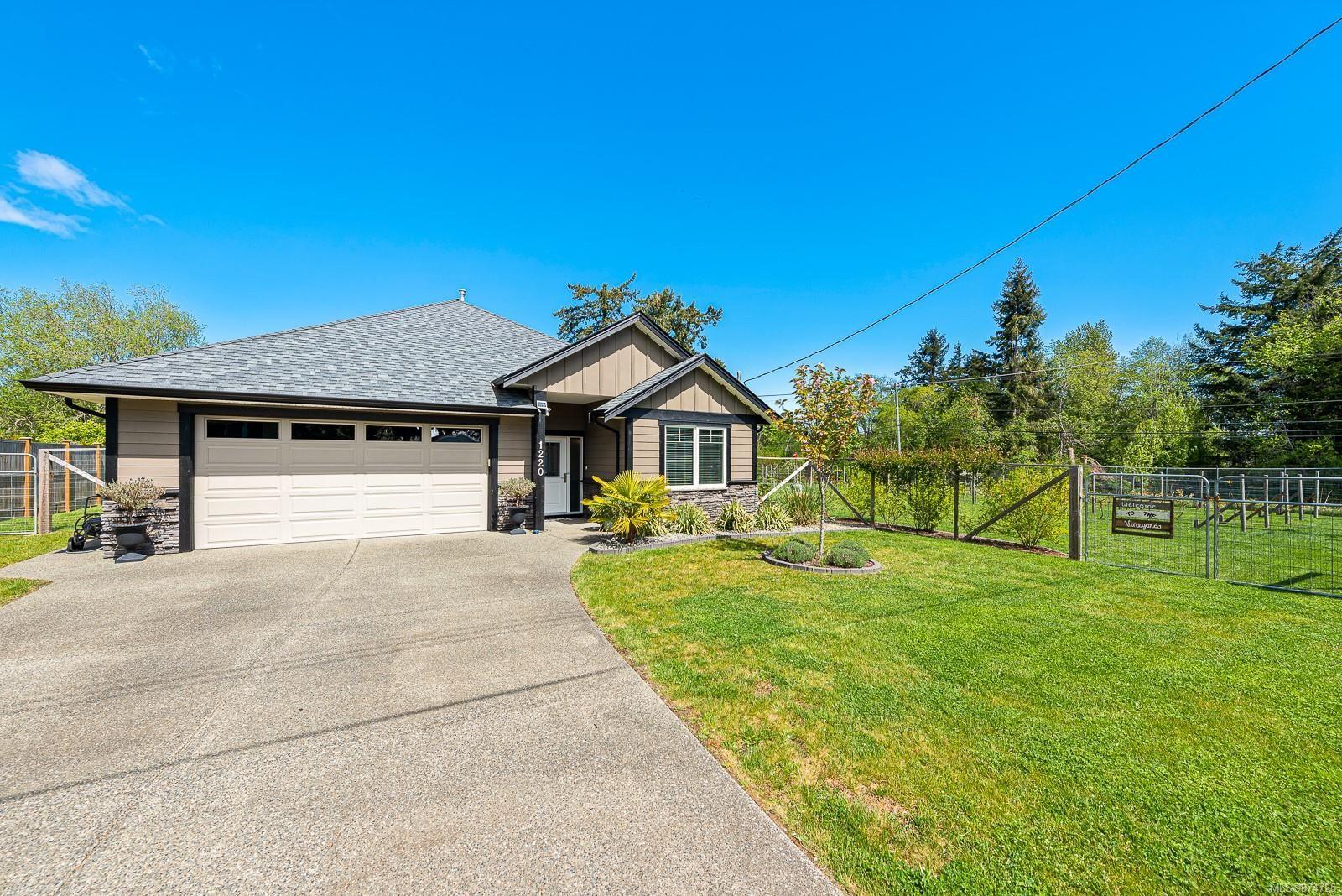 Main Photo: 1220 Foden Rd in : CV Comox Peninsula House for sale (Comox Valley)  : MLS®# 874725