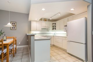 "Photo 9: 2 2979 PANORAMA Drive in Coquitlam: Westwood Plateau Townhouse for sale in ""DEERCREST"" : MLS®# R2532510"
