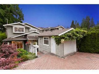 Photo 2: 959 CLEMENTS Ave in North Vancouver: Home for sale : MLS®# V911167