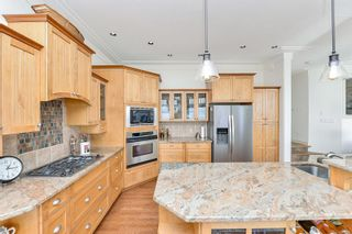 Photo 7: 1801 Hollywood Cres in : Vi Fairfield East Half Duplex for sale (Victoria)  : MLS®# 856497