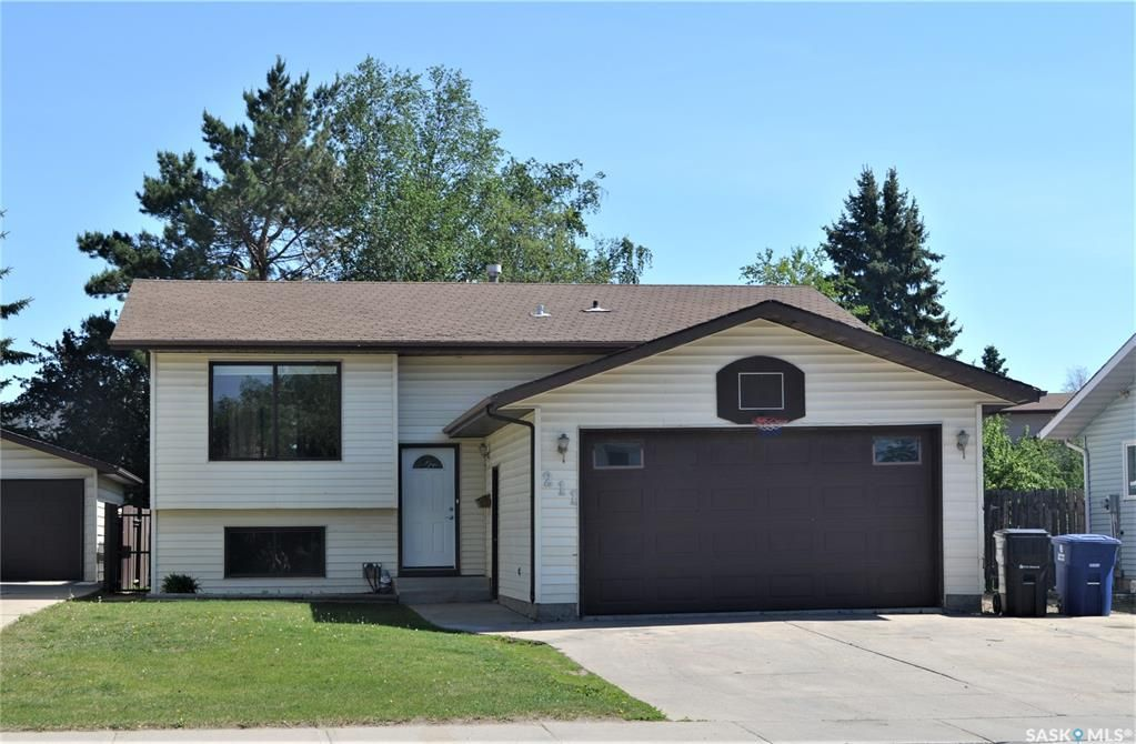 Main Photo: 211 Kerr Road in Saskatoon: Forest Grove Residential for sale : MLS®# SK858936