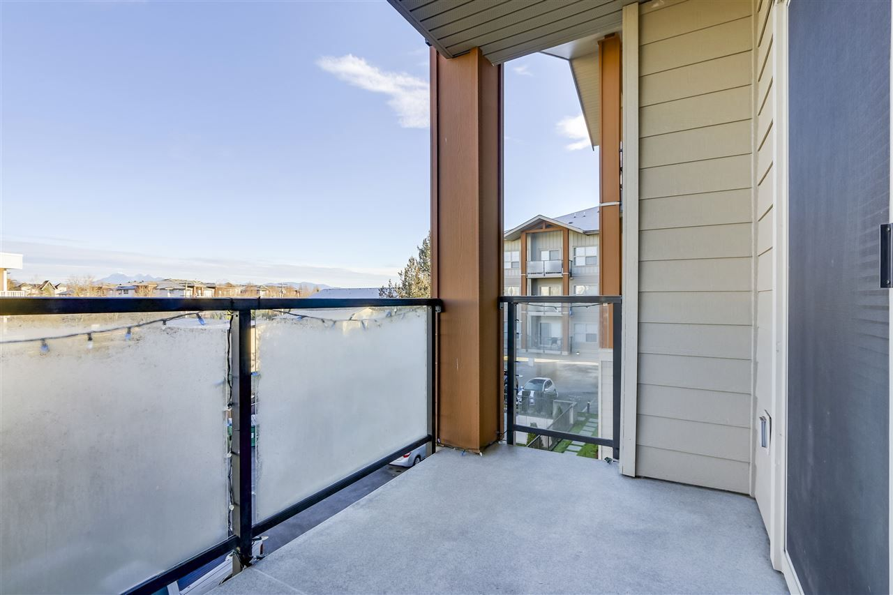 """Photo 19: Photos: 308 20219 54A Avenue in Langley: Langley City Condo for sale in """"SUEDE"""" : MLS®# R2333974"""