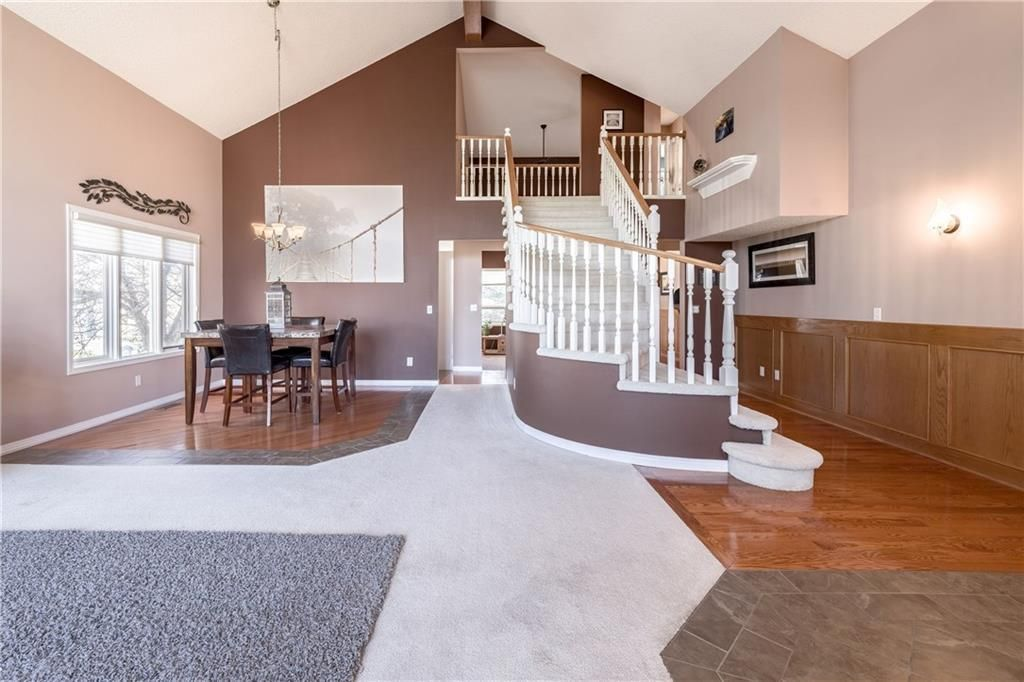 Photo 6: Photos: 248 WOOD VALLEY Bay SW in Calgary: Woodbine Detached for sale : MLS®# C4211183