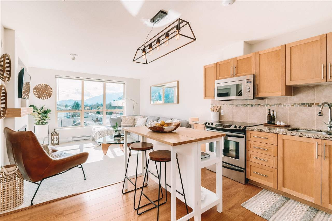 """Main Photo: 520 1211 VILLAGE GREEN Way in Squamish: Downtown SQ Condo for sale in """"Rockcliff"""" : MLS®# R2560335"""