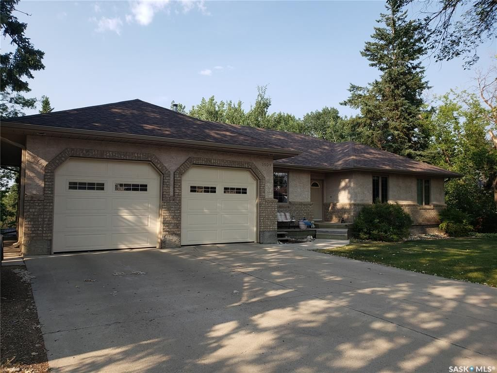Main Photo: 1109 105th Avenue in Tisdale: Residential for sale : MLS®# SK863917