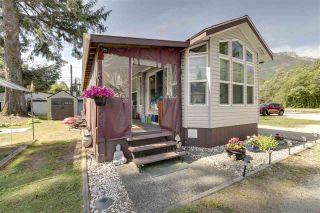 """Photo 3: 27 40022 GOVERNMENT Road in Squamish: Garibaldi Estates Manufactured Home for sale in """"Angelo's Trailer Park"""" : MLS®# R2379111"""