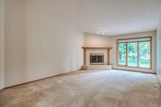 Photo 4: 52 WOODMEADOW Close SW in Calgary: Woodlands Semi Detached for sale : MLS®# C4259772