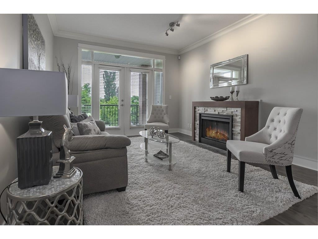 """Photo 10: Photos: 318 5430 201 Street in Langley: Langley City Condo for sale in """"The Sonnet"""" : MLS®# R2282213"""