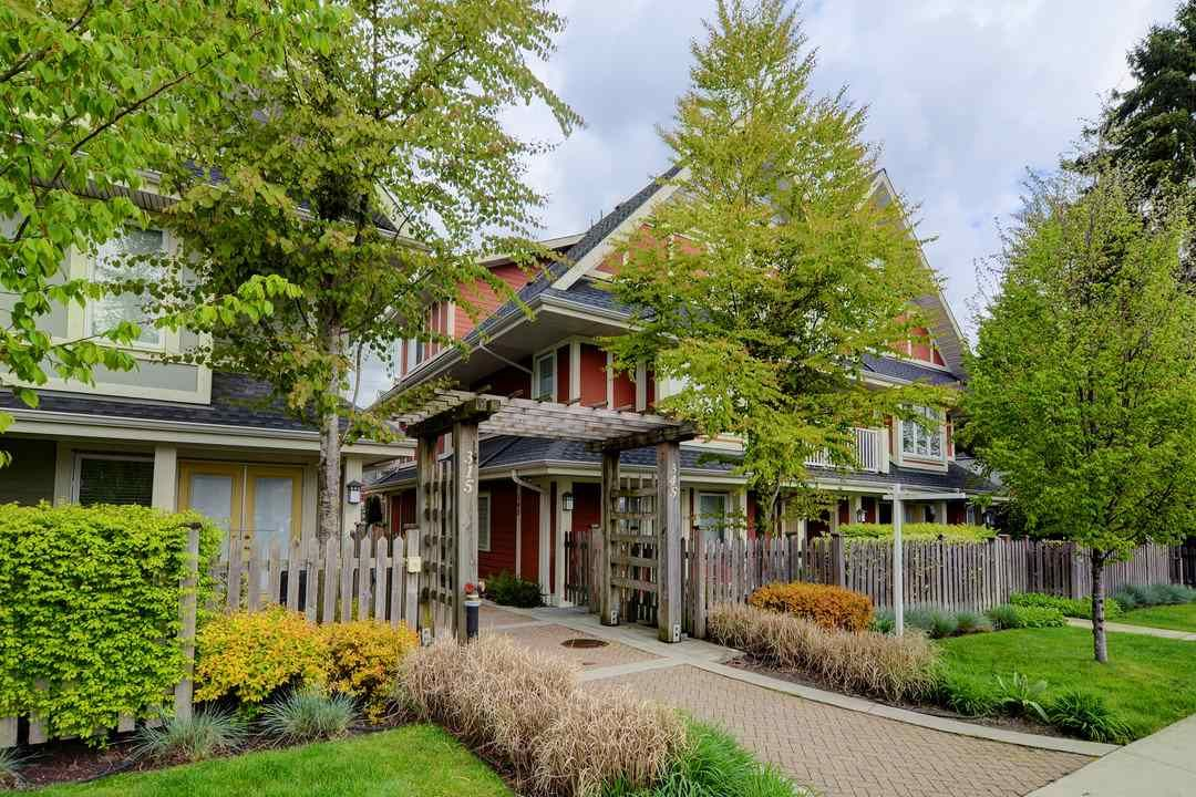 """Main Photo: 17 339 E 33RD Avenue in Vancouver: Main Townhouse for sale in """"Walk to Main"""" (Vancouver East)  : MLS®# R2374151"""