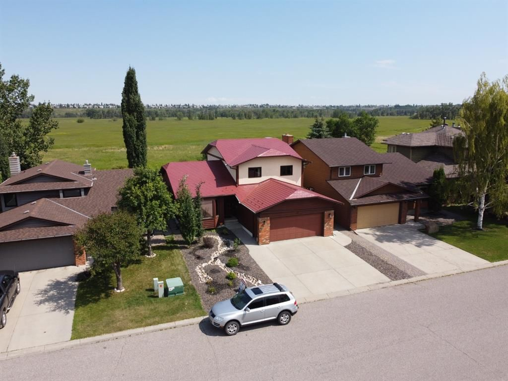 Main Photo: 44 DEERMOSS Crescent SE in Calgary: Deer Run Detached for sale : MLS®# A1018269