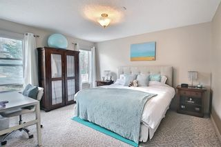 Photo 12: 34 Crestmont Drive SW in Calgary: Crestmont Detached for sale : MLS®# A1119055