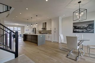 Photo 2: 306 30 Avenue NE in Calgary: Tuxedo Park Semi Detached for sale : MLS®# C4283291