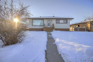 Photo 1: 49 Montrose Crescent NE in Calgary: Winston Heights/Mountview Detached for sale : MLS®# A1058784