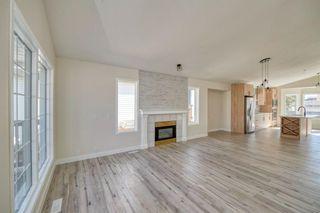 Photo 4: 3597 Douglas Woods Heights SE in Calgary: Douglasdale/Glen Detached for sale : MLS®# A1089528