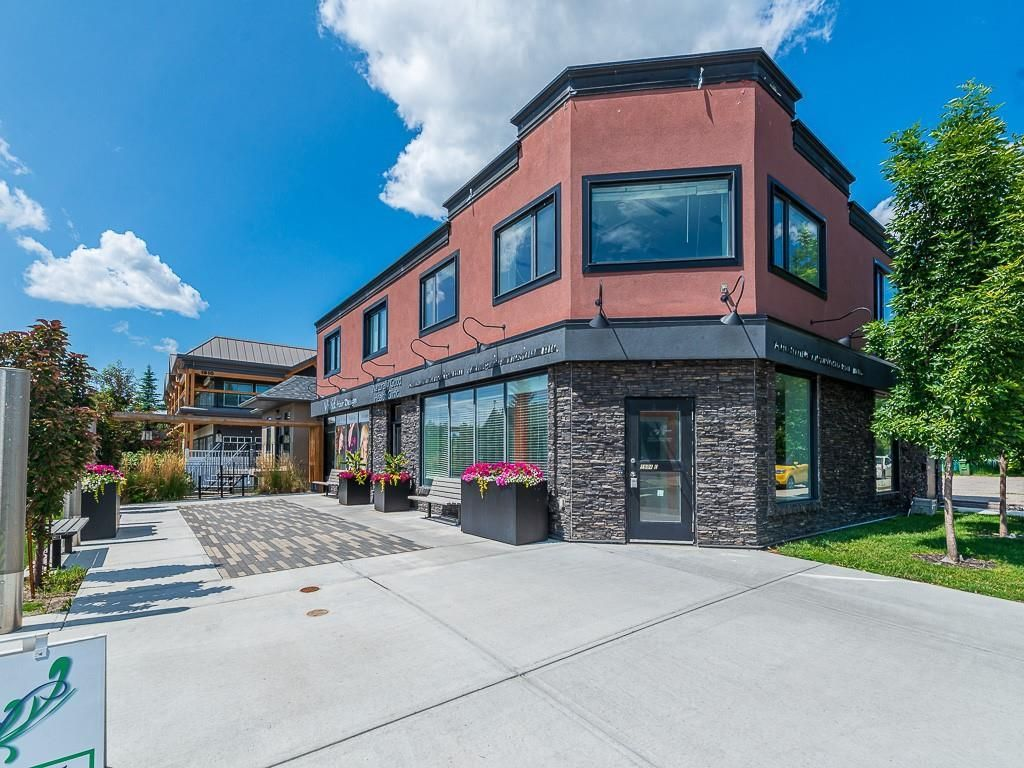 Main Photo: 1904 20 Avenue NW in Calgary: Banff Trail Multi Family for sale : MLS®# C4198604
