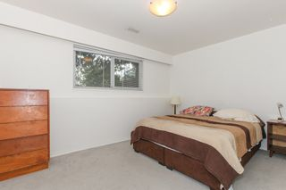 """Photo 12: 6882 YEOVIL Place in Burnaby: Montecito House for sale in """"Montecito"""" (Burnaby North)  : MLS®# V1119163"""