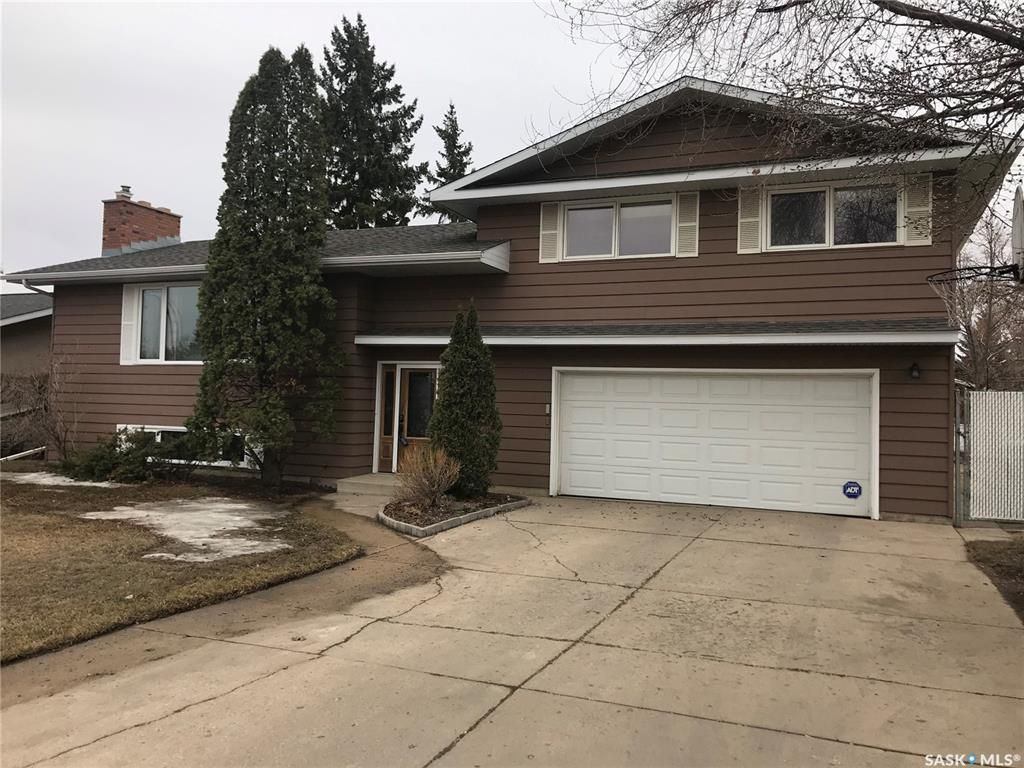 Main Photo: 101 Albany Crescent in Saskatoon: River Heights SA Residential for sale : MLS®# SK848852