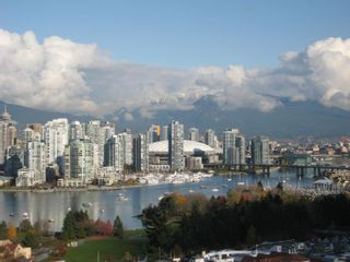 """Photo 2: 803 2483 SPRUCE Street in Vancouver: Fairview VW Condo for sale in """"SKYLINE ON BROADWAY"""" (Vancouver West)  : MLS®# V797426"""