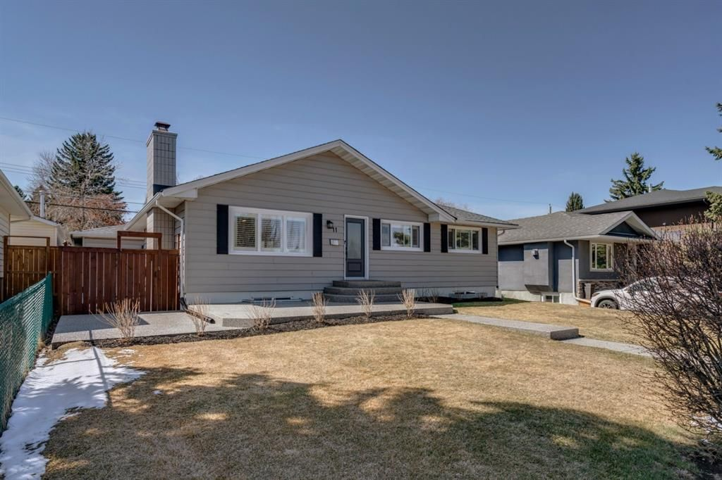 Main Photo: 11 Walnut Drive SW in Calgary: Wildwood Detached for sale : MLS®# A1098443