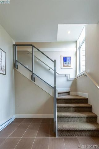 Photo 3: 2 235 Island Hwy in VICTORIA: VR View Royal Row/Townhouse for sale (View Royal)  : MLS®# 784478