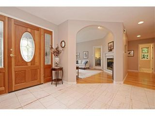 Photo 2: 2549 Annabern Cres in VICTORIA: SE Queenswood House for sale (Saanich East)  : MLS®# 746397