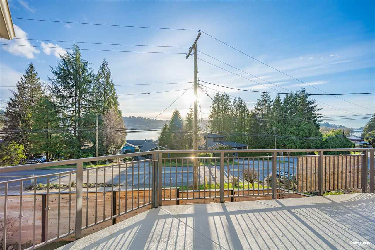 Photo 7: Photos: 645 IOCO Road in Port Moody: North Shore Pt Moody House for sale : MLS®# R2537725
