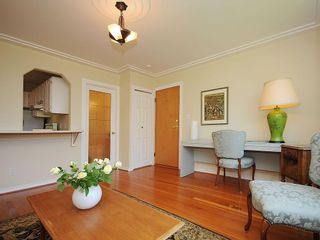 Photo 3: 1392 Rockland Ave in Victoria: Residential for sale (203)  : MLS®# 283459