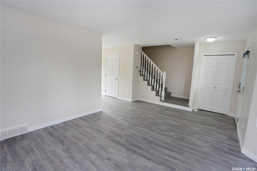 Photo 6: Photos: 131B 113th Street West in Saskatoon: Sutherland Residential for sale : MLS®# SK778904