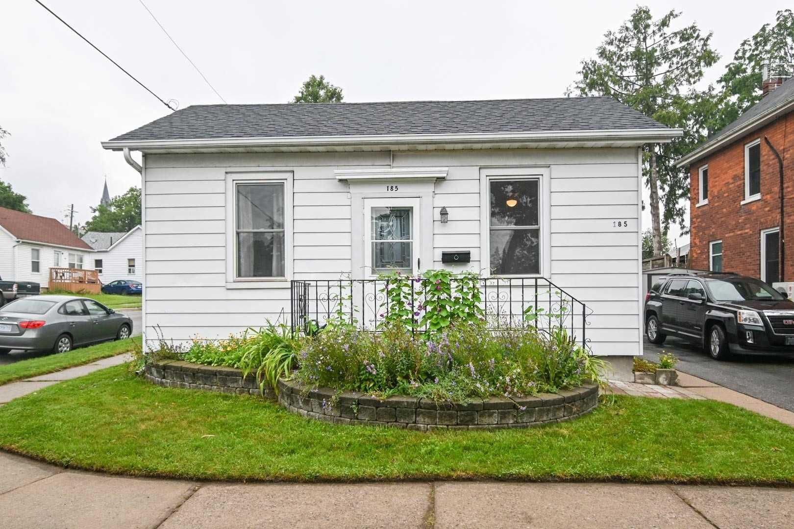 Main Photo: 185 N Centre Street in Oshawa: Central House (Bungalow) for sale : MLS®# E5328015
