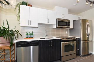 """Photo 7: 308 2689 KINGSWAY in Vancouver: Collingwood VE Condo for sale in """"Skyway Towers"""" (Vancouver East)  : MLS®# R2298880"""