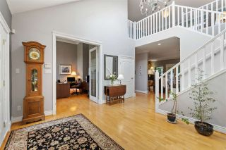 Photo 2: 2318 CHANTRELL PARK Drive in Surrey: Elgin Chantrell House for sale (South Surrey White Rock)  : MLS®# R2558616