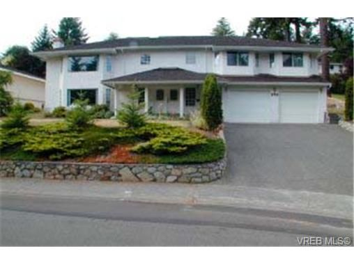 Main Photo: 940 Royal Oak Dr in VICTORIA: SE Broadmead House for sale (Saanich East)  : MLS®# 291192