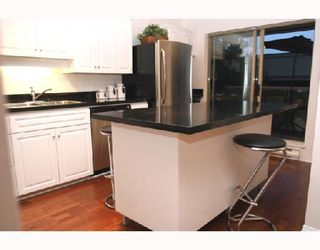 "Photo 2: 202 1118 55TH Street in Tsawwassen: Tsawwassen Central Condo for sale in ""CAMBRIDGE PLACE"" : MLS®# V760577"