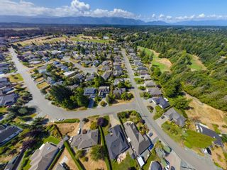 Photo 36: 810 Arrowsmith Way in : PQ French Creek House for sale (Parksville/Qualicum)  : MLS®# 884859
